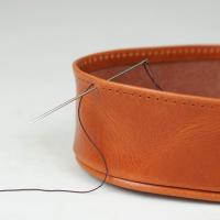 Unas asas de cuero o un fondo de bolso. Inauguramos sección Do It Yourself en la web. Puedes verlo aquí: https://puntera.com/es/22-taller